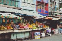 Gezellige weekmarkt met diverse producten.